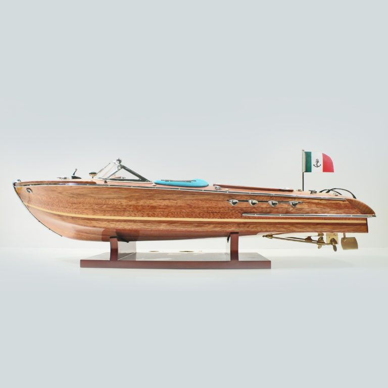 Riva-Aquarama-BW-L60-01