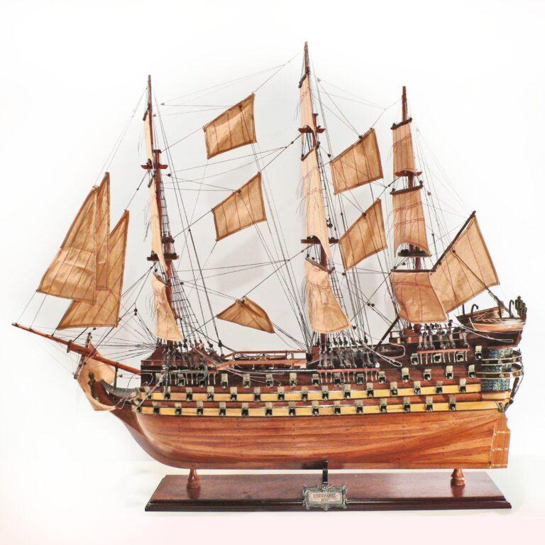 Håndlavet historisk sejlskibsmodel af Bretagne
