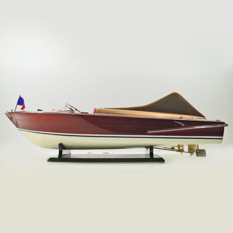 Handgefertigtes Schiffsmodell aus Holz der Chris Craft Cobra