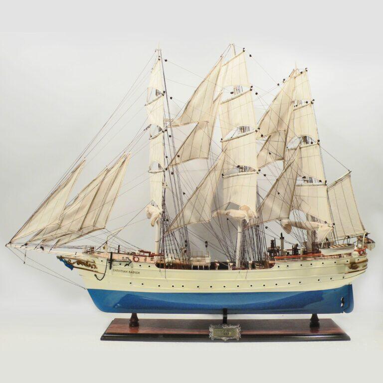 Håndlavet historisk sejlskibsmodel af Christian Radich