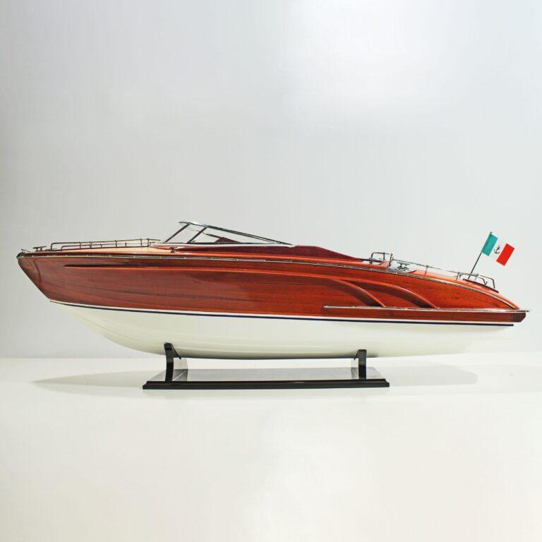 Handgefertigtes Schiffsmodell der Riva Rivarama Replica (RC Ready)