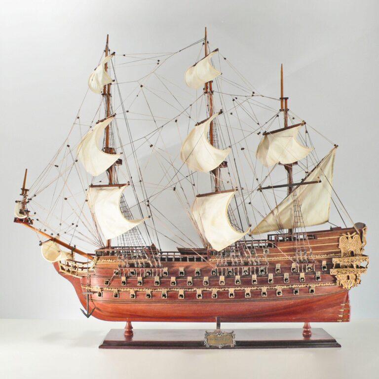Håndlavet historisk sejlskibsmodel af Le Saint Espirit