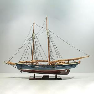 Mari-Clarise-Close-Sail-L60-01
