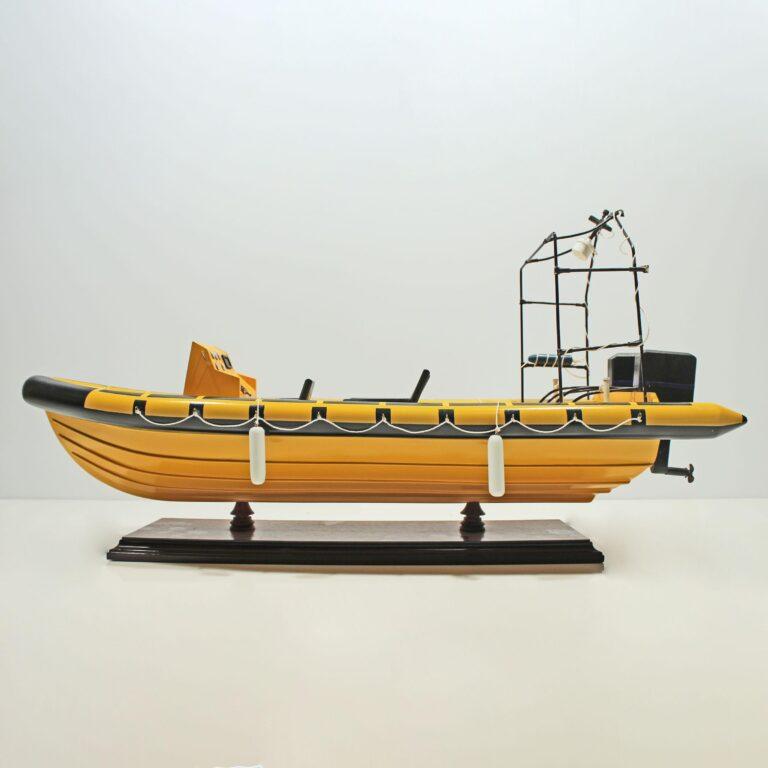 Handgefertigtes Schiffsmodell aus Holz der Rescue