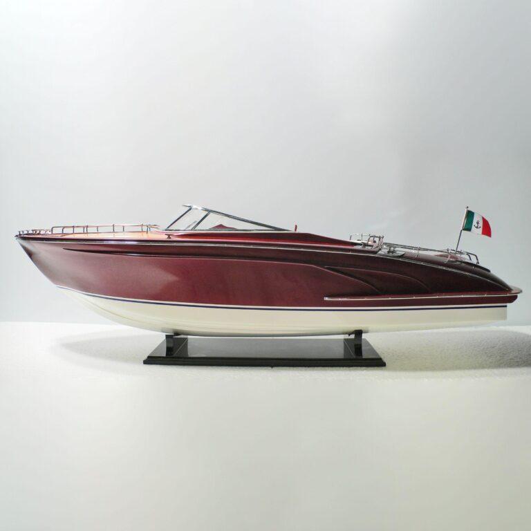 Handgefertigtes Schiffsmodell der Riva Rama