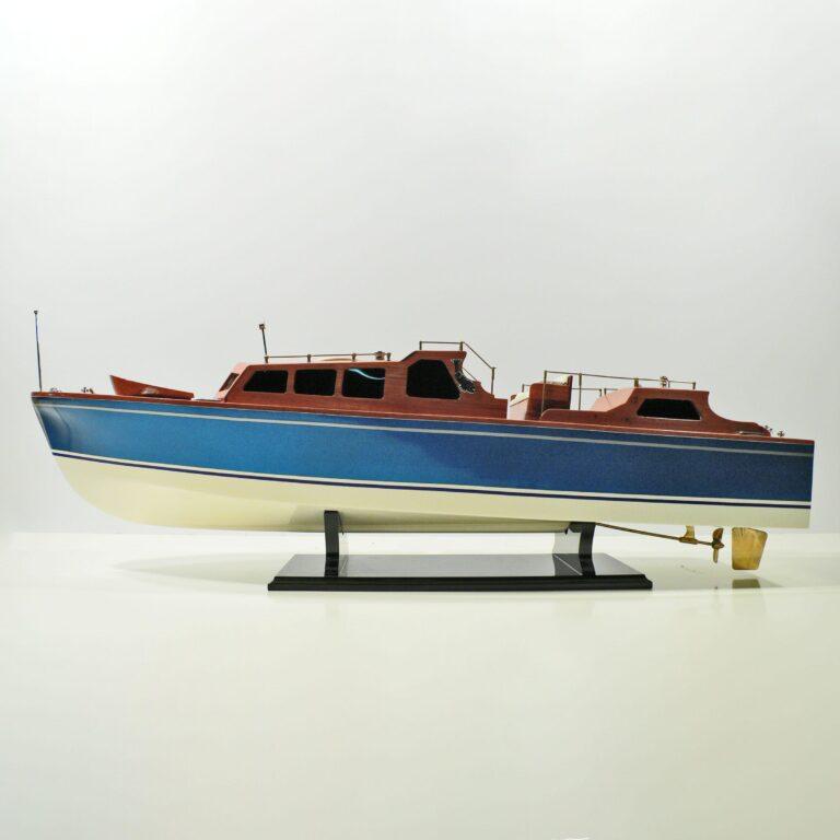Handgefertigtes Schiffsmodell aus Holz der Royal