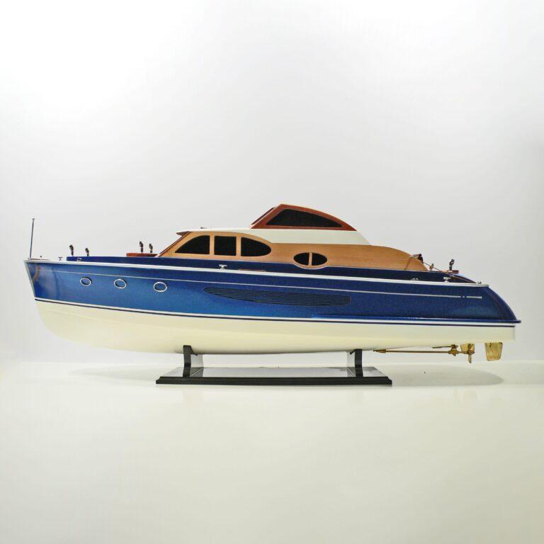 Handgefertigtes Schiffsmodell Schnellboot J.V