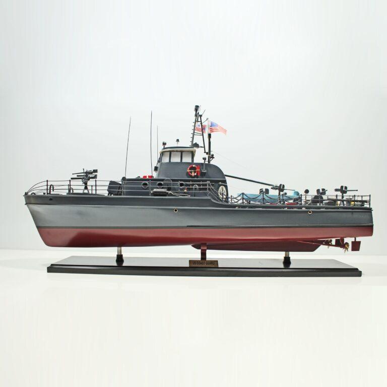Handgefertigtes Schiffsmodell aus Holz der US Küstenwache