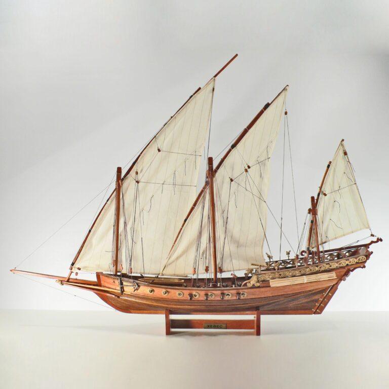 Håndlavet historisk sejlskibsmodel af Xebec