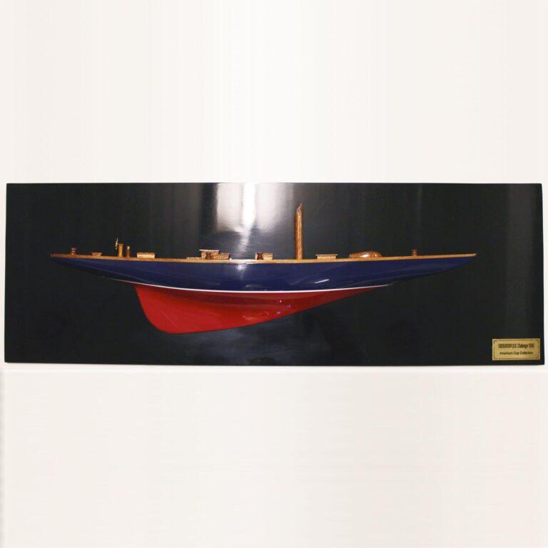 Handgefertigtes Halbmodell aus Holz der endeavour (rot, blau, schwarz, Halbmodell)