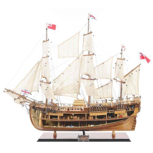 Handgefertigtes Schiffsmodell aus Holz der HMS Endeavour