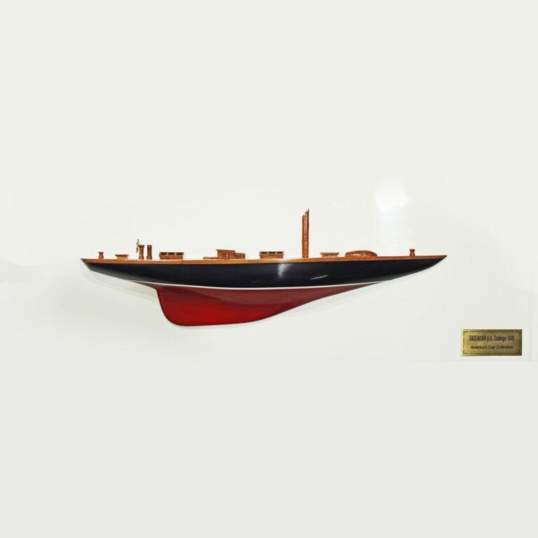 Handgefertigtes Halbmodell aus Holz der Endeavour (rot, blau, 70cm)