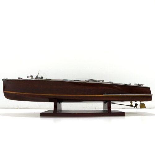 Handgefertigtes Schiffsmodell aus Holz der Riva Aquarama mit grünen Sitzen